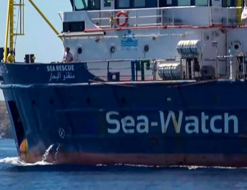 Tanto tuonò che piovve Sea Watch in quarantena: vietato avvicinarsi alla nave ong