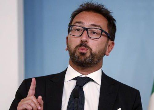 """Penalisti italiani contro Bonafede: """"Perchè le scuole sono chiuse e i tribunali no?"""""""