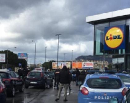"""Coronavirus, scene da film A Palermo i primi assalti ai market: """"Dobbiamo mangiare. Siamo senza soldi"""""""
