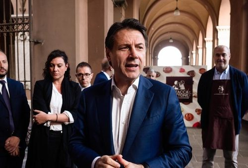 Coronavirus Il sondaggio Noto affossa Conte: Il 62% degli italiani riscontra un'anomalia tra il dire e il fare di Conte