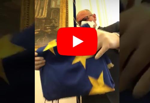 """""""Europa vigliacca e vile"""" Anche Rampelli toglie la bandiera europea dal suo studio: """"Forse ci vediamo dopo. Forse"""""""