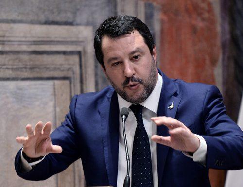 """Ora basta Salvini a valanga contro gli irresponsabili:  """"chiudere tutto oppure Fontana agisca da solo"""""""