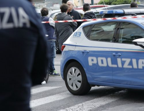 """Napoli, dopo l'uccisione del baby rapinatore, la risposta della polizia: """"Questa è una guerra, ma noi non siamo soldati"""""""