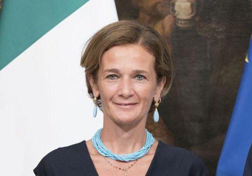 """La sottosegretaria Bonaccorsi: """"Quest'estate andremo al mare"""" Cosa? Schiaffo ai morti e alle sofferenze degli italiani"""