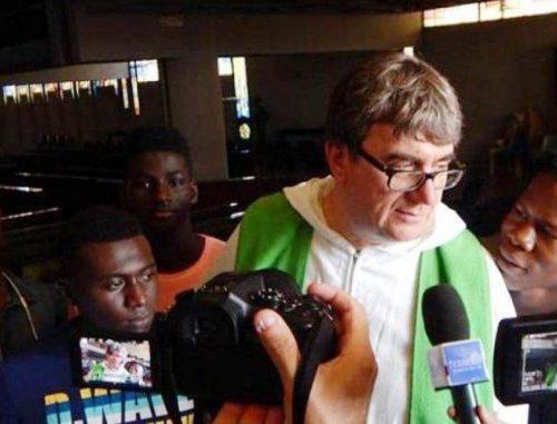 Coronavirus, due migranti positivi nella parrocchia di don Biancalani: diceva che era tutto ok Merito alle proteste dei cittadini