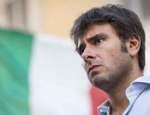 """Vendersi alla Cina? M5S, insulti e pernacchi a Di Battista: """"Sciacallo, vergognati"""""""