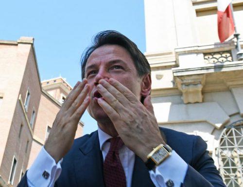 Mentre Conte amplia la sua residenza istituzionale, gli italiani si ammalano di Virus e di fame