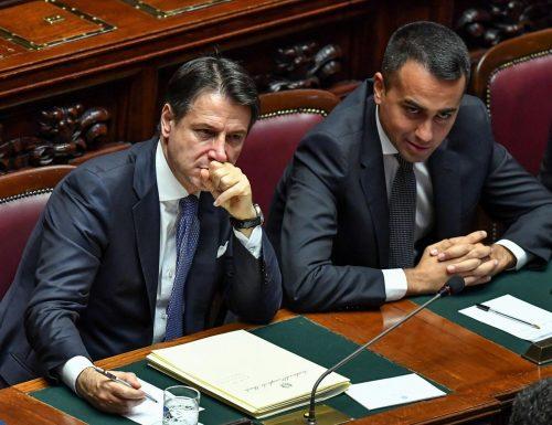 Sondaggio bomba La risposta degli italiani a Giuseppe Conte: cala la fiducia