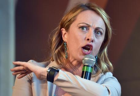 """Giorgia Meloni a valanga contro i traditori della patria: """"L'Italia è sotto attacco. Con il Mes consegnate le chiavi della città agli assalitori"""""""