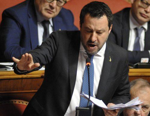 """Salvini asfalta la donnaccia che ride dai banchi del Senato: """"Cosa c'è da ridere, portate rispetto a chi non ha soldi per vivere"""" [Video]"""