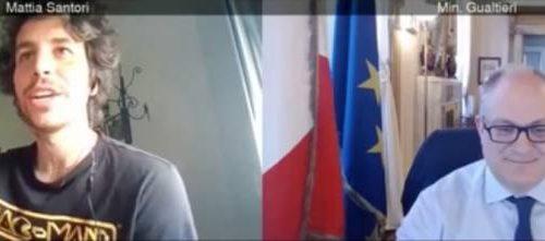 [La buffonata di sinistra] La sardina Santori si improvvisa giornalista e intervista Gualtieri elogiando il governo Ma è un flop Non una parola sui ritardi e la disperazione degli italiani