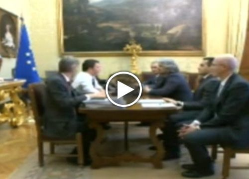 Ascoltate il Buffone di Beppe Grillo cosa diceva a Renzi nel 2006 Altro che Verdini & Co Guardatelo bene in faccia
