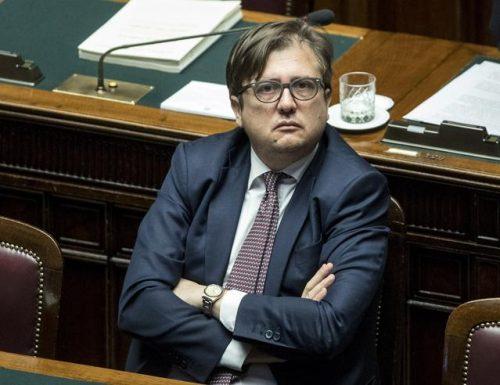 """L'accusa bomba del viceministro Sileri al ministro della Salute Speranza: """"Tiene i documenti secretati"""" mentre gli italiani morivano di Covid-19"""