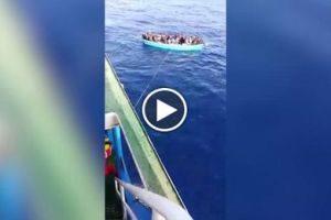 Migranti, anche la Guardia Costiera maltese  sperona i barconi e li spedisce in Italia: qui non si può [Video]