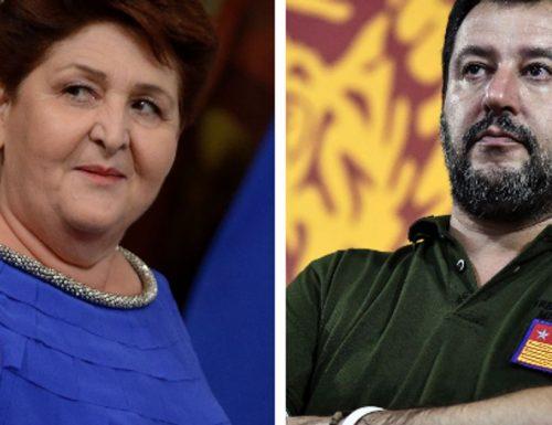 """[Sui poveri italiani non c'è business] La sberla di Salvini a Teresa Bellanova da Del Debbio: """"Piange per gli immigrati, le ricordo 3 milioni di italiani disoccupati"""" (Video)"""