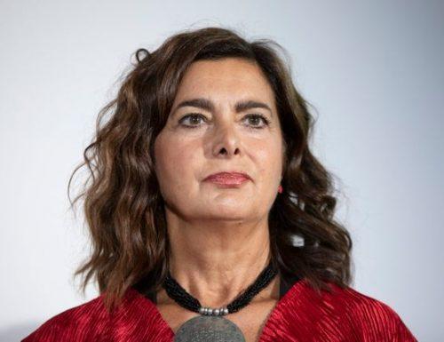 L'ultima vergogna di Laura Boldrini: non si preoccupa delle piccole e medie imprese. Non si preoccupa della salute degli italiani, dei medici e degli infermieri, ma delle quote rosa nella task force di esperti. Qualcuno la ricoveri