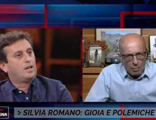 """Tsumami a Non è l'Arena, Sallusti asfalta Vauro e Parenzo sulla """"tunica di Silvia Romano"""": """"sei un cretino, vergognati"""""""