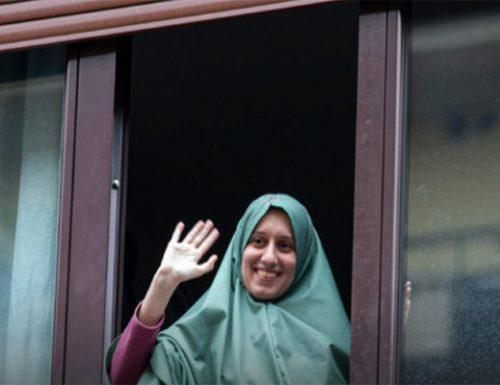 """Esce fuori la vera Silvia Romano: """"che Allah vi benedica. Ciao fratelli"""".  Aisha ringrazia l'Islam per tutto il male subito [Video]"""