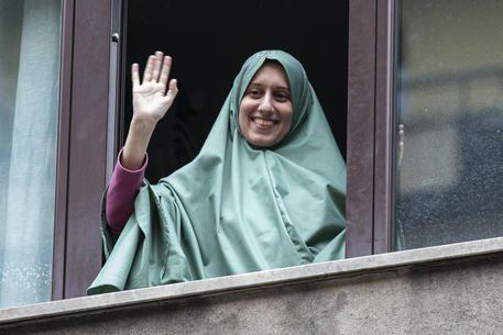 """Scoppia il caso Silvia Romano, il nordafricano che cerca di irrompere a casa di Aisha: """"I dubbi"""""""