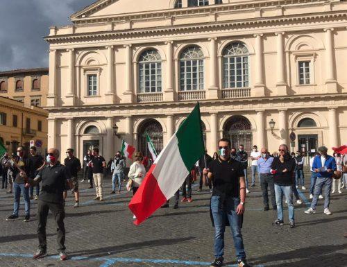 """Le Mascherine Tricolori scendono in piazza: """"Ribellarsi è un dovere, via gli incapaci da Montecitorio"""" [Video completo]"""