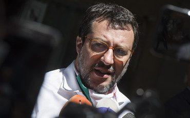 """Fate girare la denuncia di Salvini contro Pd, M5s e Iv: """"Incredibile, bocciato l'emendamento per un premio economico ai medici eroi. Le TV non ne parlano, fatela girare voi"""""""