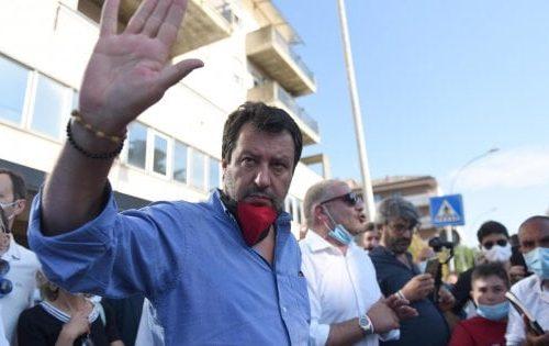 """[Incompetenti e inandeguati] Salvini: """"Questo governo pensa al calcetto e non alle scuole. Si voti a settembre"""" Il Paese è allo stremo"""