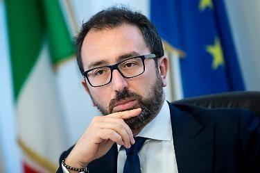 """Nuova rivolta nel carcere di Santa Maria C. V. Matteo Salvini: """"Bonafede, sveglia"""""""