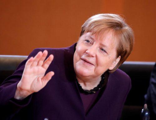 Angela Merkel, la truffa sui pagamenti elettronici: governo sotto accusa Altro che lezioni all'Italia