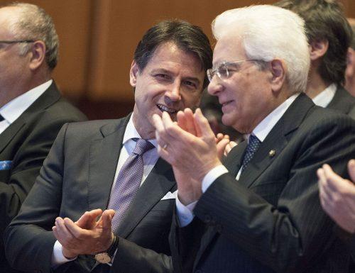 """La vergogna si abbatte su Mattarella e Conte Sondaggio Noto: """"Stipendio più alto per presidente e premier"""""""