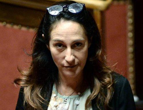 """[Accusò il pd di essere mafiosi] Ennesima figura di mer** di Paola Taverna: accusa La Russa di """"gomblotto"""" e poi chiede scusa  [Video]"""