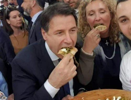 Conte si mangia i pasticcini a spese degli italiani a Villa Pamphili, mentre le famiglie e le imprese falliscono [Video]