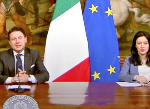 Lucia Azzolina, le indiscrezioni: è irricevibile La grillina fatta a pezzi prima dell'annuncio di Conte sulla scuola