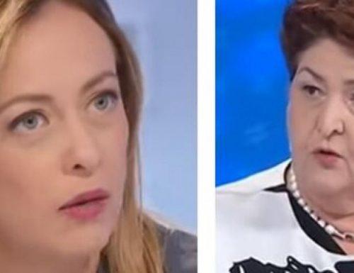 """Scontro Bellanova-Meloni. La ministra pro migranti ha la peggio: """"Complici"""", """"Tu degli scafisti…"""""""