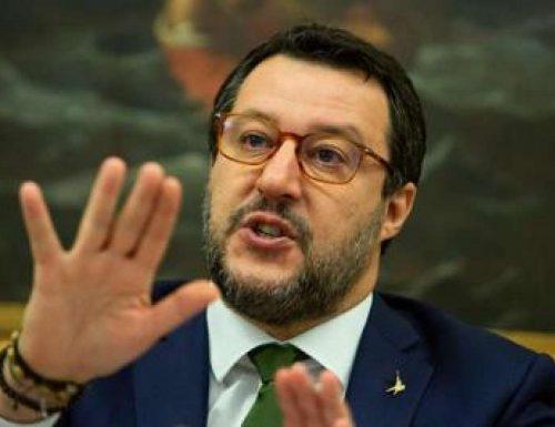 """Odio e minacce inaccettabili contro il leader della Lega Salvini: """"Mettiamolo a testa in giù"""" Partono le querele contro i responsabili Ecco chi è"""