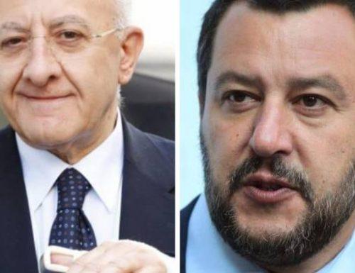 """L'affondo di Salvini al governatore De Luca: """"Lanciafiamme? Ma se non riesce nemmeno a controllare gli immigrati"""""""