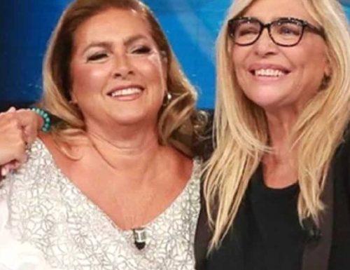 """Rai vergogna, schifo su Mara Venier: """"Va multata, inaccettabile l'abbraccio a Romina Power in diretta tv"""". Era scaturito dalla perdita della sorella di Romina"""