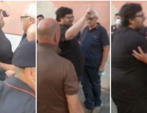 """Mario Adinolfi preso a preservativi in faccia, come lo """"linciano"""" in pubblico a Napoli"""