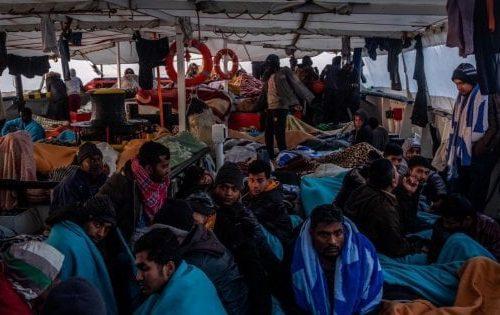 Il governo tifa virus, prolunga l'emergenza fino a dicembre e lascia sbarcare tutti i Migranti. A Roccella Jonica: 28 dei 70 clandestini sbarcati sono positivi
