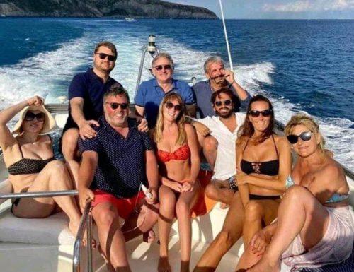 Alla faccia degli italiani. Maria Elena Boschi sullo yacht a Ischia: Italia Viva perde la faccia.  Foto rimossa a tempo record. Ma è tardi