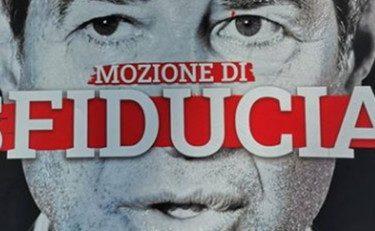 Ora i grillini giocano anche col sangue: il vergognoso manifesto del deputato grillino Di Paola contro Musumeci: sangue che cola dal suo volto