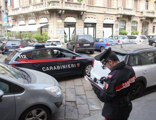 Roma capitale, città di nessuno. Immigrato folle genera il panico in strada: spacca tutto Interviene Salvini [Video]