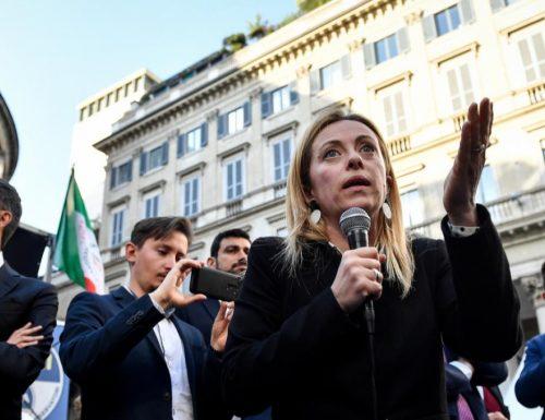"""La leader di FDI Meloni: """"Berlusconi senatore a vita? Sarebbe giusto nominarlo, ma noi vogliamo abolirli"""""""