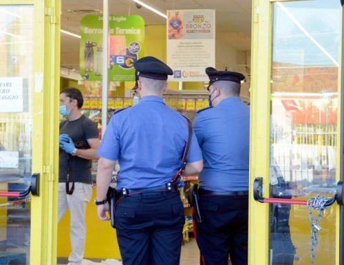 Sparatoria all'Eurospin: immigrato ferisce bimba di 5 anni e guardia giurata. Le condizioni sono…