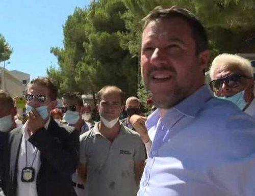 """A Lampedusa Salvini fa il tutto esaurito, ma un tunisino gli grida: """"razzista"""" [Video]"""