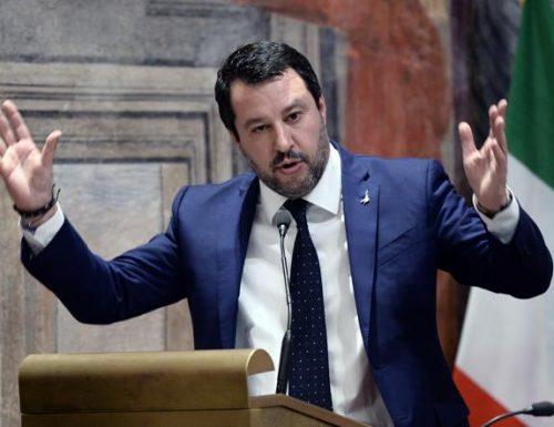 """Senza giri di parole, Salvini: """"Azzolina e Castelli? Incapaci. E chi le difende è peggio di loro"""" [Video]"""