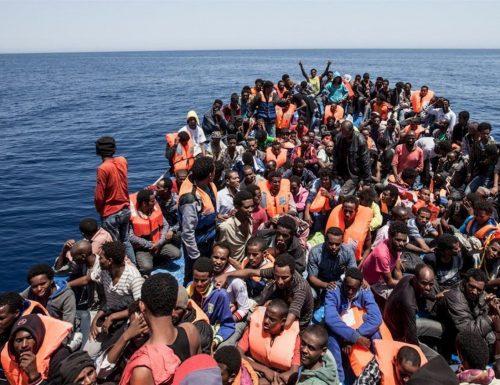 [Boom] Altri soldi degli italiani per i migranti malati di Covid: Pronta altra nave quarantena: e gli sbarchi continuano