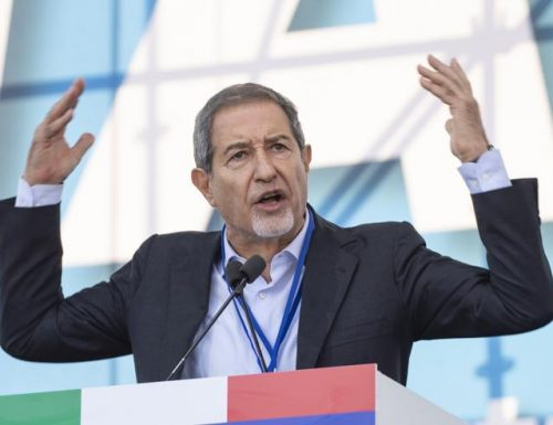 """Immigrazione selvaggia e incontrollata, Musumeci: """"Lampedusa abbandonata dal governo e da un'Europa cinica e ipocrita"""""""