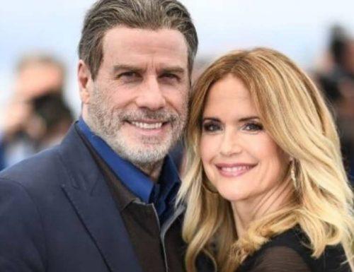 """Hollywood sotto choc, Kelly Preston, moglie di John Travolta non ce l'ha fatta: """"Ha perso la battaglia"""". Aveva 57 anni"""