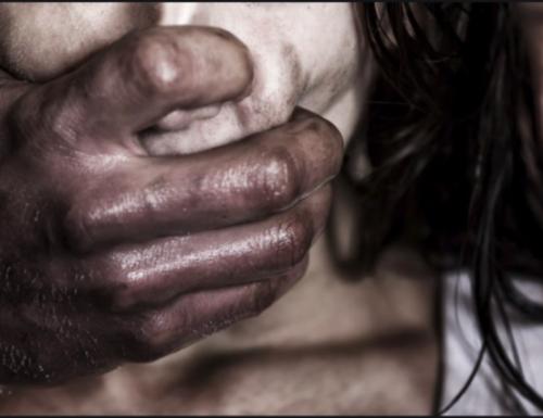 Terrore a Firenze, immigrato clandestino  tenta di stuprare una donna in pieno centro