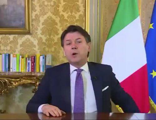 """Autostrade, Giuseppe Conte spara l'ultima fantozzeria: """"controllo allo Stato per far fuori Benetton"""". Questo ci prende per fessi"""